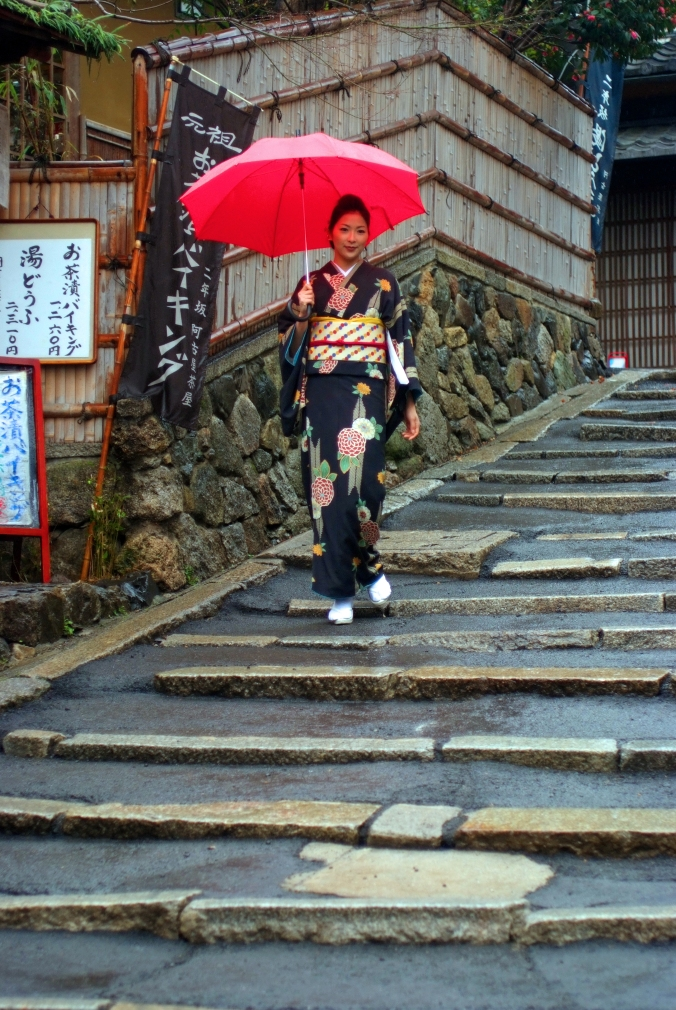 KYOTO GIRL STROLLING PAST TRADITIONAL WOOD HOUSES IN HIGASHIYAMA